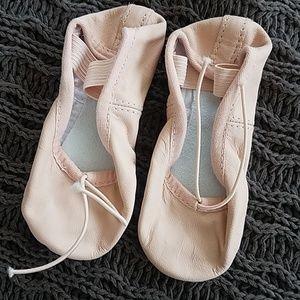 NWT Bloch girls ballet slippers